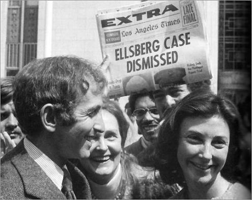 Daniel Ellsberg ao sair do tribunal, depois de terem sido retiradas todas as acusações contra ele.