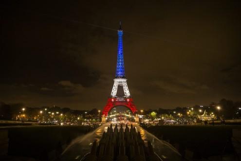 Torre Eiffel, foto de Etienne Laurent, EPA/Lusa
