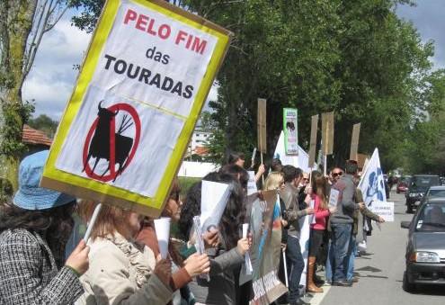 Ação promovida pelo Bloco de Esquerda em Lourosa, há cinco anos - em maio de 2012, de protesto contra a realização de uma tourada, então com o apoio da Câmara Municipal de Santa Maria da Feira