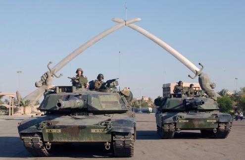 Tanques dos EUA entram em Bagdade. Parecia um passeio. Só parecia. Foto de: Technical Sergeant John L. Houghton, Jr., United States Air Force - http://arcweb.archives.gov/