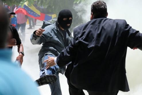 Após ataque, Venezuela registra protestos e repressão policial