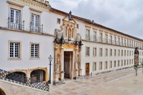 """""""O novo regime das fundações destrói tudo quanto é a participação democrática"""", disse Catarina Caldeira Martins. Foto da Universidade de Coimbra"""