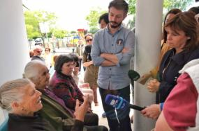 Catarina Martins e Moisés Ferreira no posto médico de Mamodeiro, em Aveiro. Foto de Paula Nunes.
