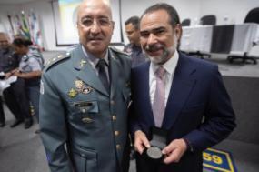 Coronel Ronaldo Gonçalves Faro, comandante do Comando do Policiamento Metropolitano (CPM) de São Paulo, e Nuno Vasconcellos - Fotografia: meiahora.ig.com.br
