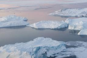 Icebergues em Ilulissat Icefjord, Gronelândia. Foto de Mark Garten/ONU/Flickr.