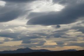 Estratocúmulos na Escócia. Foto de Stravaiger/Flickr.