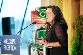 Jody Wilson-Raybould, a ex-ministra e procuradora-geral cujas revelações abalaram o governo Trudeau, em setembro de 2017. Foto de Province of British Columbia/Flickr.