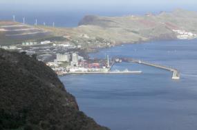 Zona franca da Madeira vista de Oeste. Foto Sicco2007/Flickr.