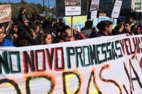 Manifestantes à saída do Marquês de Pombal esta manhã. Foto e.agora24m/Instagram.