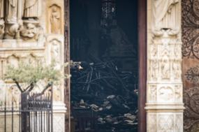 Aspeto do interior da catredral Notre-Dame, após o incêndio de 15 de abril. Foto Ian Langsdon/EPA.