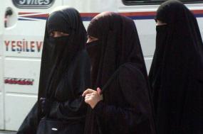 Dinamarca proíbe burqa e niqab