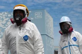 Representante da AIEA visita a central de Fukushima em 27 de maio de 2011. Foto de IAEA Imagebank