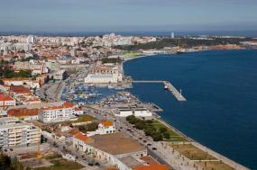 Baía de Setúbal, Foto tirada do Forte de S. Filipe por Diego Delso/wikimedia