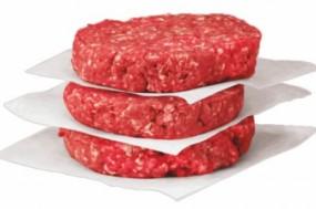 A associação aconselha a que os consumidores escolham a peça de carne e piquem em casa ou peçam para picar na hora