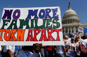 Não à separação das famílias - faixa em manifestação nos EUA