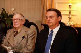 """Bolsonaro com o seu doutrinador e pretenso """"filósofo"""" Olavo de Carvalho"""