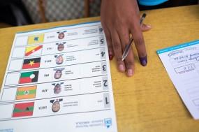 Os resultados provisórios da votação das eleições gerais de 23 de agosto divulgados pela Comissão Nacional Eleitoral de Angola atribuem 64,8% dos votos aoMPLA. Foto de JOOST DE RAEYMAEKER, EPA/Lusa.