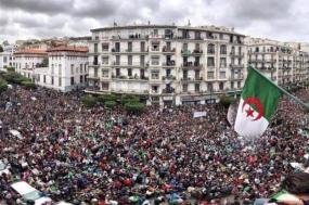 Revolução popular demonstra ter fôlego. Foto de Hamlaoui Chouaib.