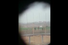 Vídeo em que snipers decidem que alvo devem abater. Após o tiro, riem, eufóricos.