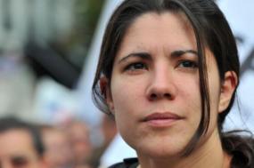 """Mariana Mortágua espera que os """"bons princípios de negociação e de estabilidade dessa maioria parlamentar se mantenham"""" e que """"o compromisso assumido no OE para 2018 seja mantido para que o país cumpra os seus compromissos com Bruxelas"""" e para que """"o OE possa ter margem para investir nos serviços públicos e na recuperação de rendimentos""""."""