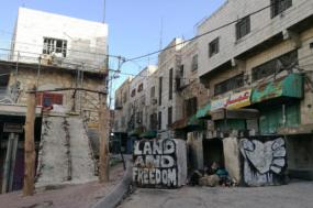 Entrada para um checkpoint em Hebron, Palestina.