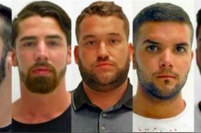Os cinco homens estão presos desde julho de 2016 e poderiam ficar na prisão durante mais dois anos e meio. Contudo, o voto a favor de dois dos três juízes permite que saiam agora em liberdade caso paguem a fiança.