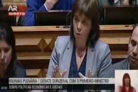 """Catarina Martins afirmou que """"para proteger o país das crises futuras, a nossa responsabilidade é reconstruir a capacidade do SNS e da Escola Pública"""""""