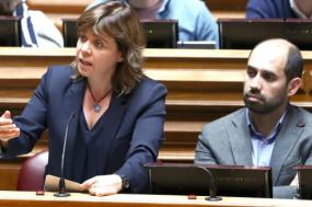 """Catarina critica governo por querer aprovar leis laborais """"de braço dado com o PSD"""""""