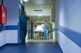Corredor de hospital. Foto Lusa.