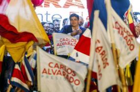 Comemoração da vitória de Carlos Alvarado nas eleições presidenciais da Costa Rica – Foto de Alexander Otarola/Epa/Lusa