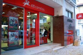 Empresa reintegrou trabalhador e sindicato suspendeu greve nos CTT - Foto de Paulete Matos