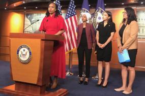 Conferência de imprensa das quatro congressistas atacadas por Trump.