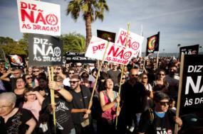 Manifestação contra as dragagens no rio Sado, 13 de outubro de 2018 – Foto de Carlos Santos/Lusa