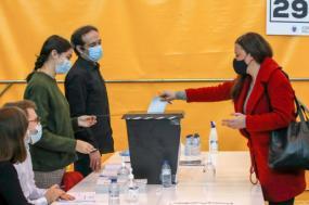 Marisa Matias a votar. Foto de Paulo Novais/Lusa.