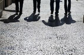 Sombras de pessoas em movimento