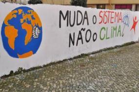Mural sobre alterações climáticas na praia do Furadouro (Ovar, Aveiro)