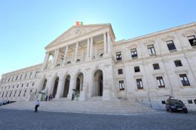 Parlamento condena atitude de governo italiano em relação ao navio Aquarius