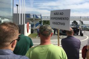 Trabalhadores da Efacec manifestaram-se contra o despedimento coletivo de 21 trabalhadores - foto esquerda.net