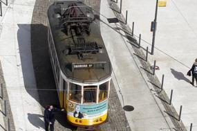Elétrico 24 volta amanhã a percorrer as ruas de Lisboa - Fotos de Maria Ermelinda Fernandes