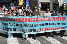 Faixa dos trabalhadores dos call centers na manifestação do 1º de Maio – foto de Henrique Borges, publicada na página do facebook da Delegação Sindical Sinttav Manpower