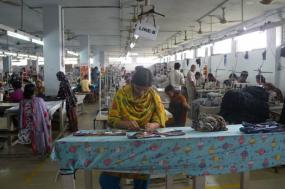 Fábrica de vestuário no Bangladesh. 2011.