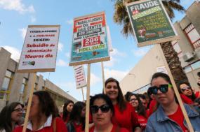 Greve e manifestação dos trabalhadores do call center da Fidelidade, em Évora, 28 de maio de 2018 – Foto de Nuno Veiga/Lusa (arquivo)