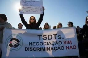 Técnicos de diagnóstico e terapêutica manifestam-se em frente ao Parlamento