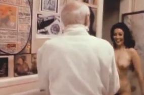 """Imagem do documentário Henry Miller: """"Asleep and Awake"""" (aka. Bathroom Monologue) 1975"""