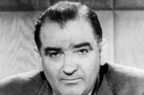 No auge da Guerra Fria, o discurso do senador McCarthy encontrou eco nacional e avivou os medos dos norte-americanos quanto à existência de agentes subversivos no seio do Departamento de Estado. Foto  Library of Congress