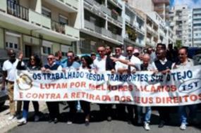 Trabalhadores da TST/Arriva manifestaram-se em Almada e convocaram nova greve de 48 horas para 11 e 12 de junho - Foto Fectrans