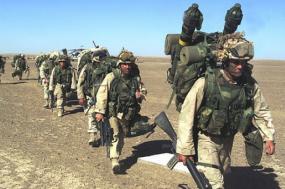 A 7 de novembro de 2018, as baixas militares sofridas pelas forças dos EUA no Afeganistão (desde que se iniciou a guerra em 2001) chegam a 2.415. Esta guerra é já a mais longa da história dos Estados Unidos – marines a desembarcar no Afeganistão, 25 de novembro d e2018 – Foto wikipedia