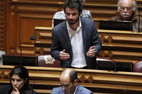 """O deputado questiona também se, face à recusa dos trabalhadores, o governo pondera """"envolver os trabalhadores para tomar uma decisão conjunta"""" sobre o futuro do Infarmed. Foto de Tiago Petinga, Lusa."""