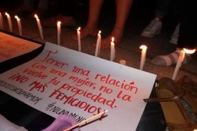 """""""Tener una relación com una mujer, non la vuelve tu propriedad. No Mas Femicídios!"""" - Foto Coletiva Feminista El Salvador, página no facebook"""