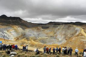 Protesto contra uma mina a céu aberto, no Perú. Foto de Desinformemonos/ Comune-info.